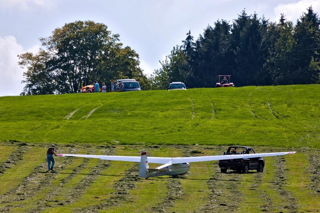 Bei Ostwind müssen die Flugzeuge vom Landefeld zum Start den Berg rauf