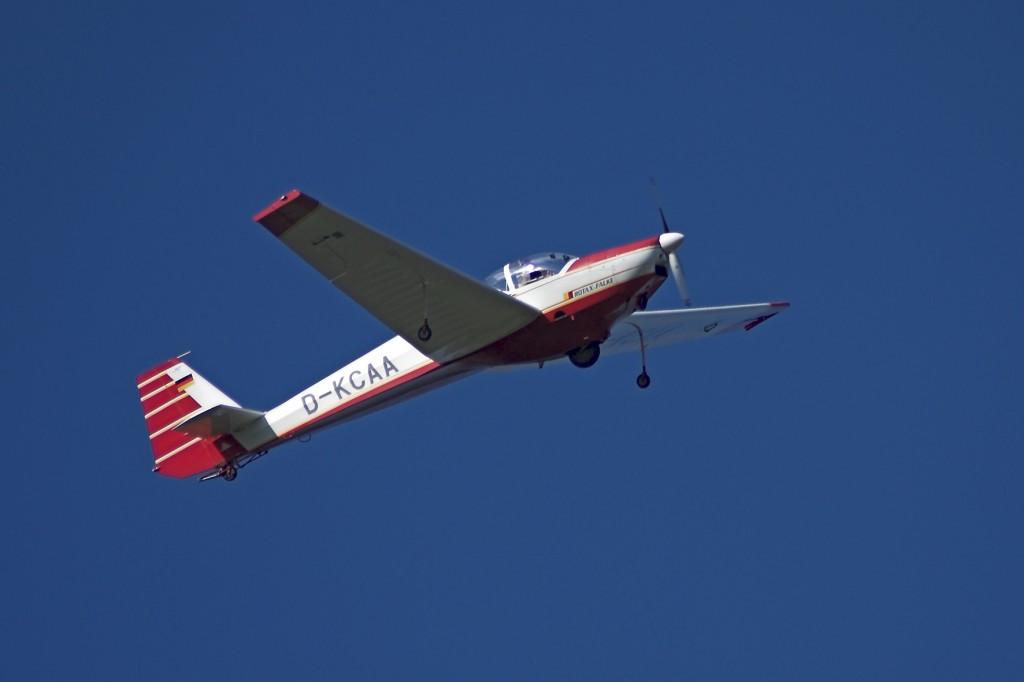 SF25C D-KCAA Zweisitziger Motorsegler für Überland- und Rundflüge. Durch die eingebaute Schleppvorrichtung können wir ihn auch zum Schleppen von Segelflugzeugen einsetzen.