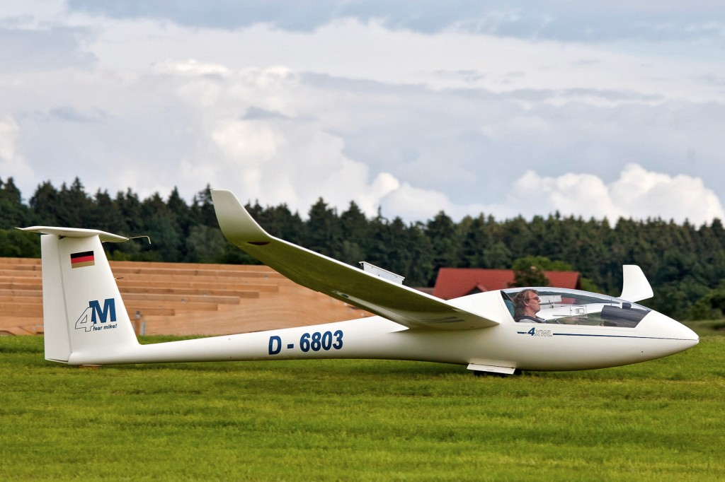 LS4a D-6803 Einsitziges Segelflugzeug für fortgeschrittene Flugschüler, Überlandflug und Wettbewerb