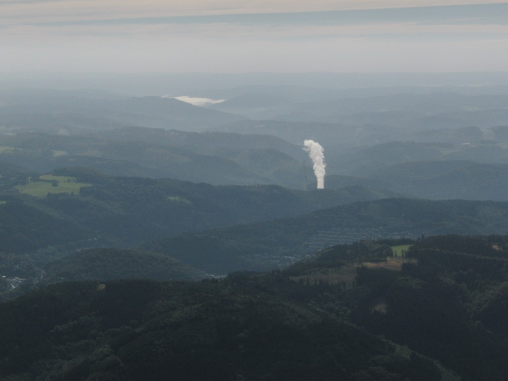 Eine künstliche Wolke aus dem Kraftwerk in Altena.