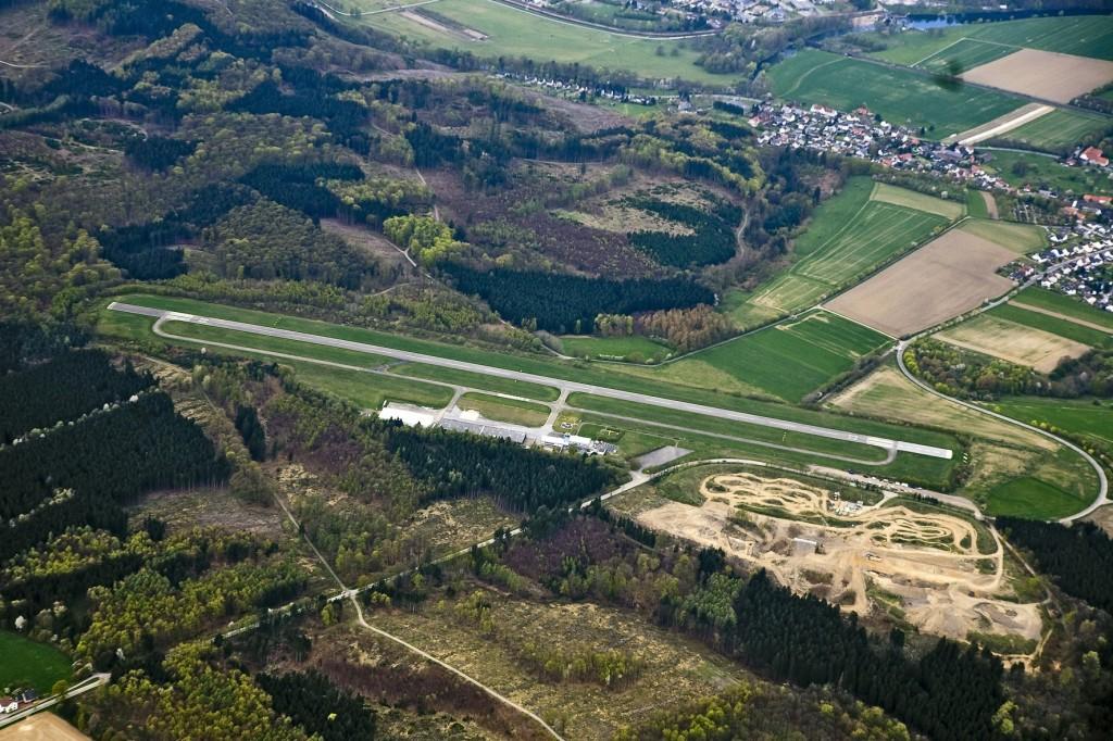 "Unser Nachbarflugplatz ""Arnsberg-Menden""."