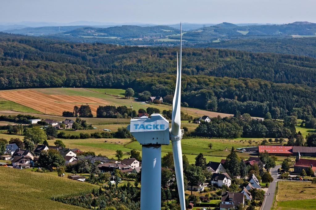 Das benachbarte Dorf Oesbern und weitere Hügel des Sauerlandes.